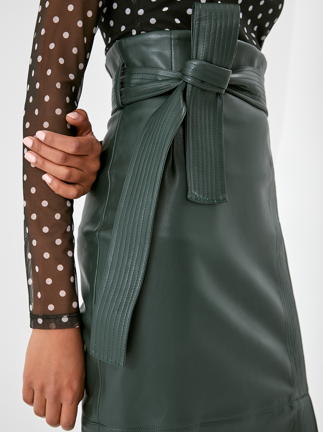 Кожаная юбка с поясом