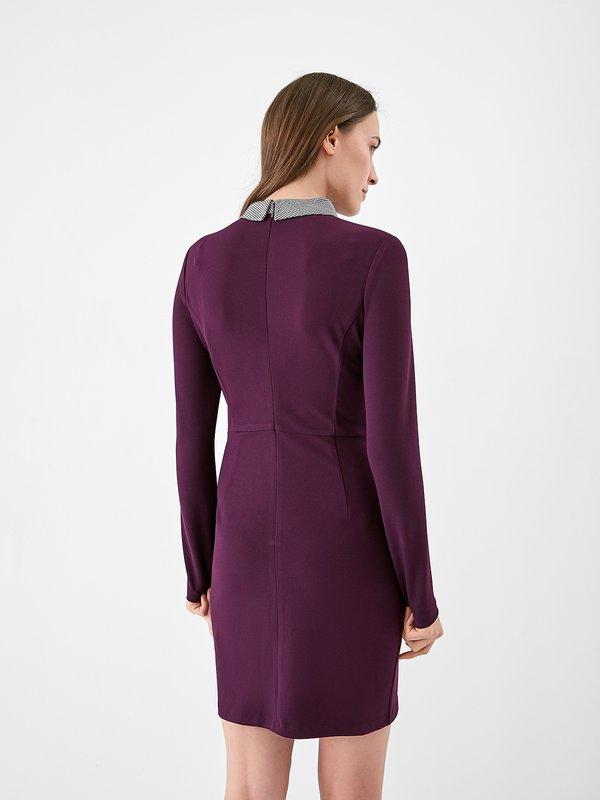 Платье с декоративной отделкой на воротнике  вид сзади