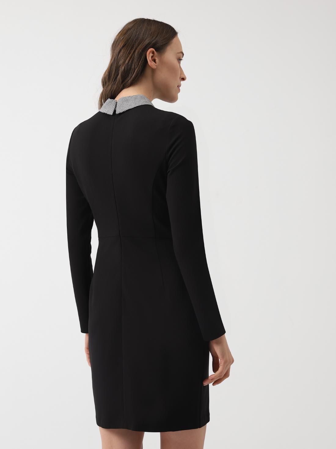 Платье с декоративной отделкой на воротнике