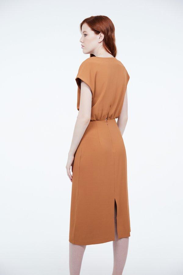 Платье с запахом на завязке вид сзади