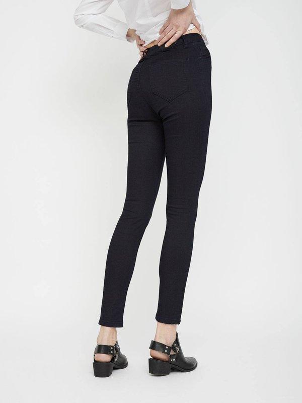 Узкие джинсы вид сзади