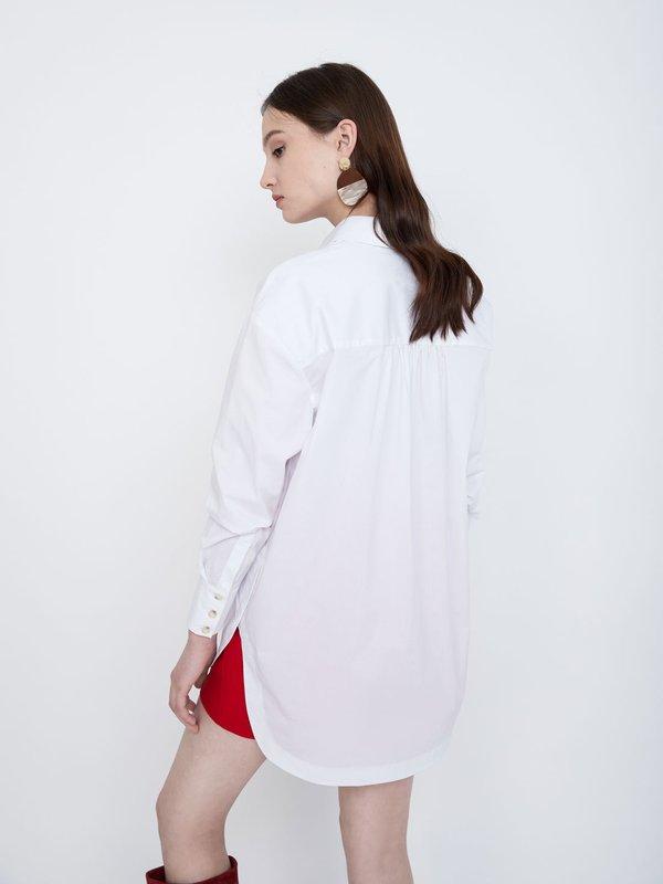 Рубашка оверсайз вид сзади