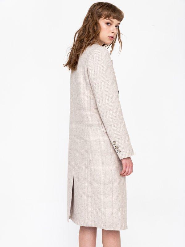 Двубортное пальто вид сзади