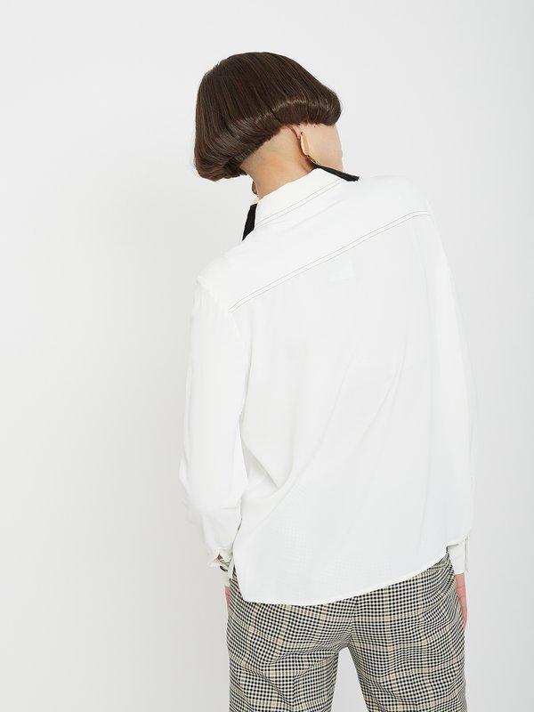Рубашка с контрастными пуговицами вид сзади
