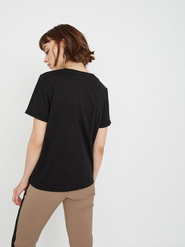 Базовая футболка вид сзади