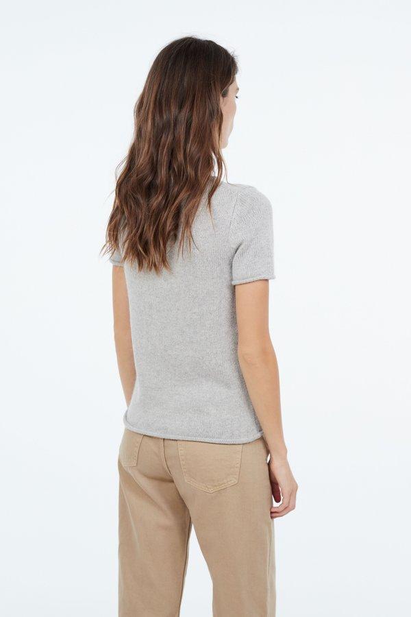 Джемпер с карманом  вид сзади
