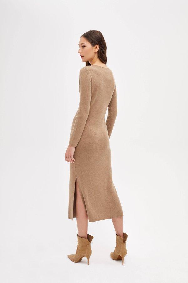 Трикотажное платье с запахом вид сзади
