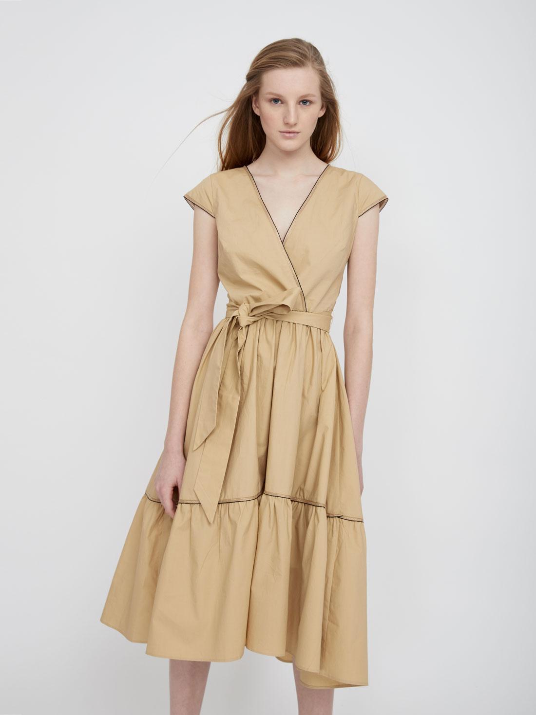 Платье с оборками на юбке