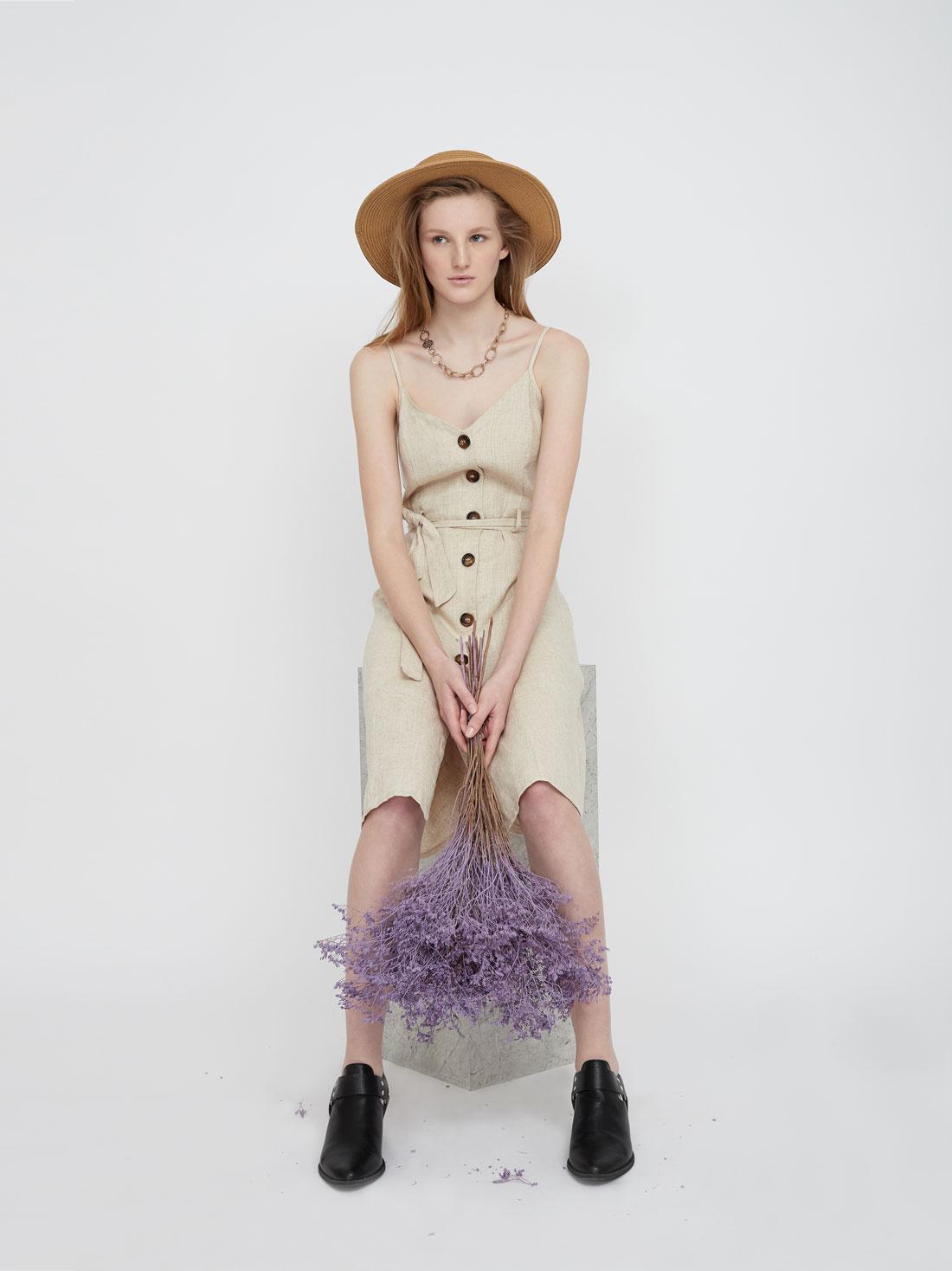 Платье-миди на тонких бретелях