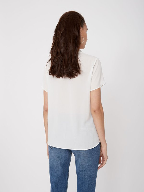 Блузка с отделкой металлизированной нитью вид сзади
