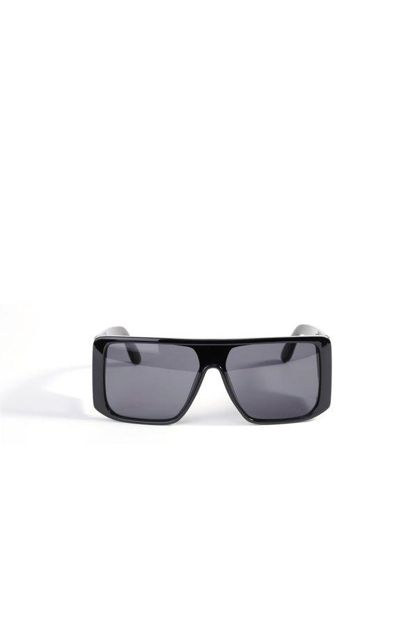 Солнцезащитные очки в оправе геометрической формы