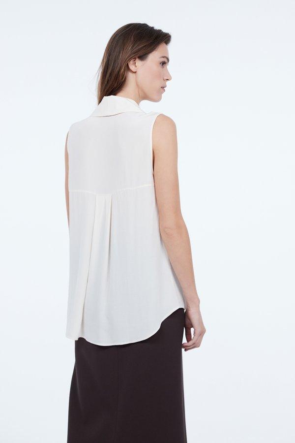 Блузка с широким отложным воротником  вид сзади
