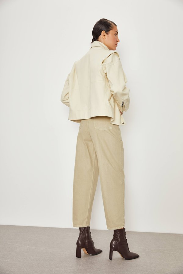 Укороченная куртка вид сзади