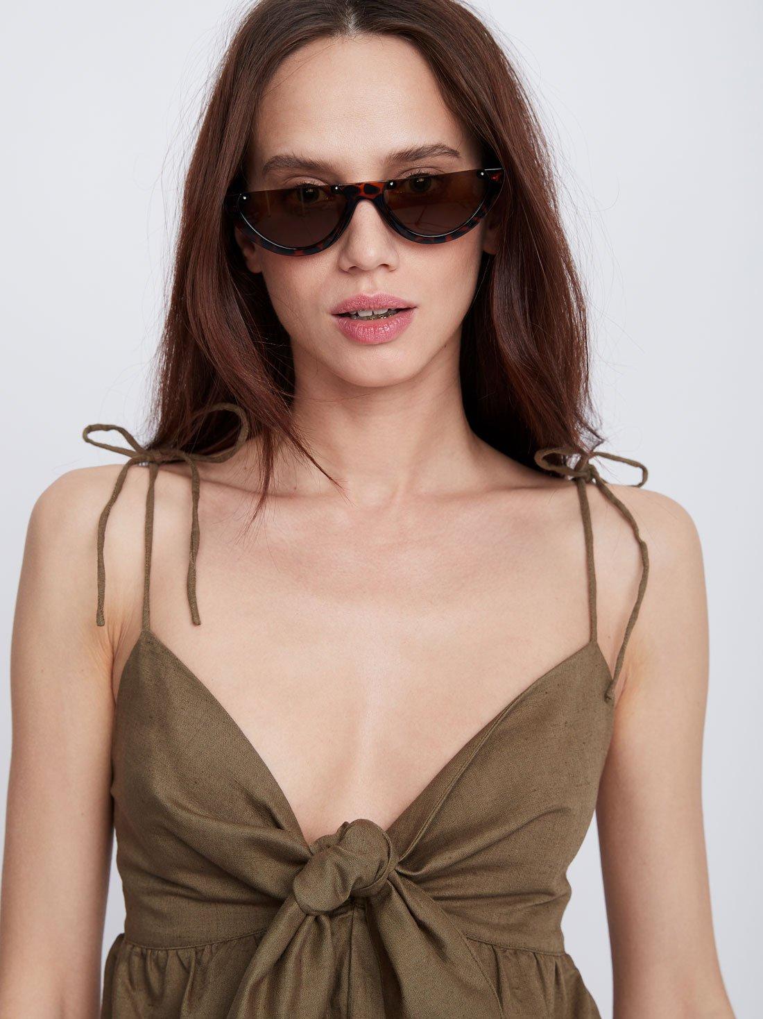 Солнцезащитные очки с затемненными линзами