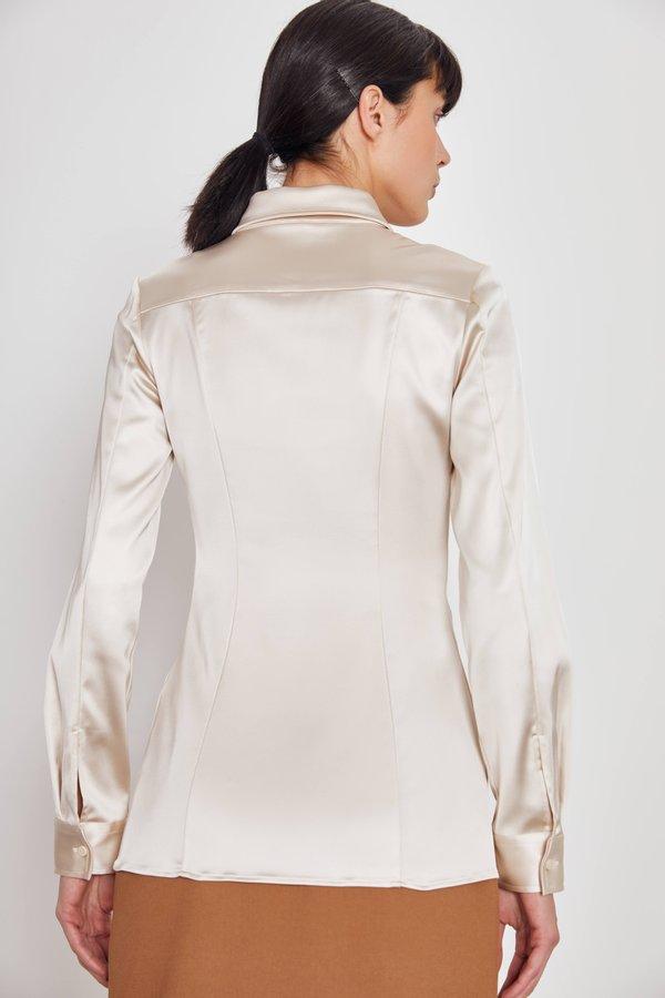 Рубашка с пуговицами вид сзади