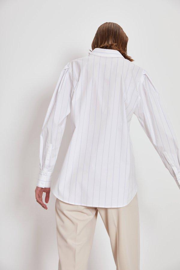 Рубашка с объемными рукавами вид сзади