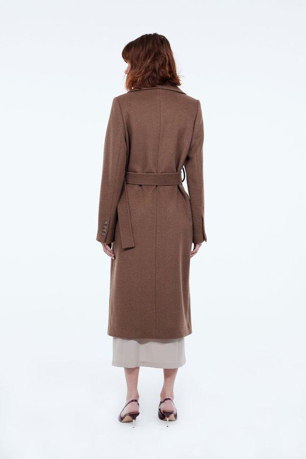 Пальто с поясом вид сзади