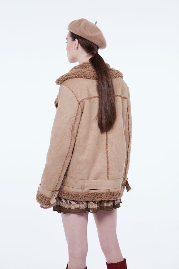Куртка на молнии вид сзади