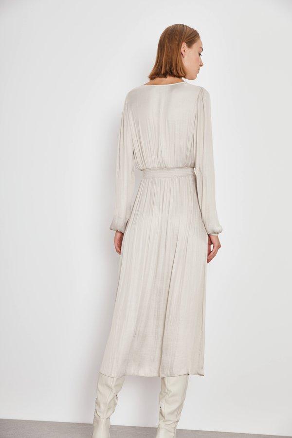 Платье с эластичными деталями вид сзади