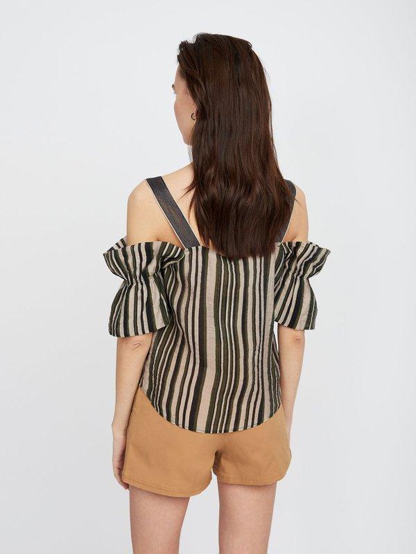 Блузка из хлопка с открытыми плечами вид сзади