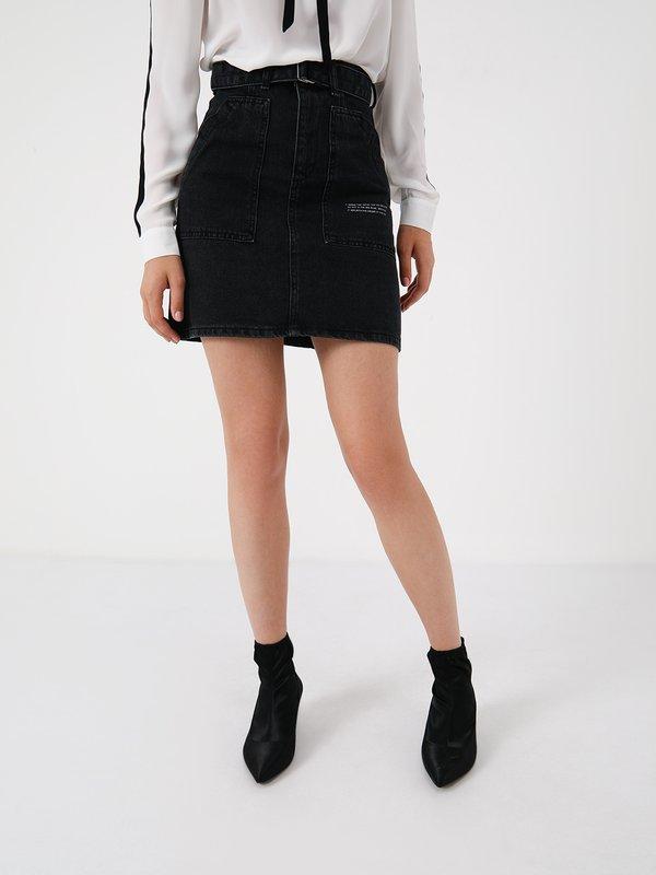 Джинсовая юбка с накладными карманами и с поясом  цвет: черный