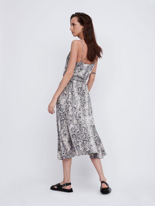 Платье с V-образным вырезом на тонких бретелях вид сзади