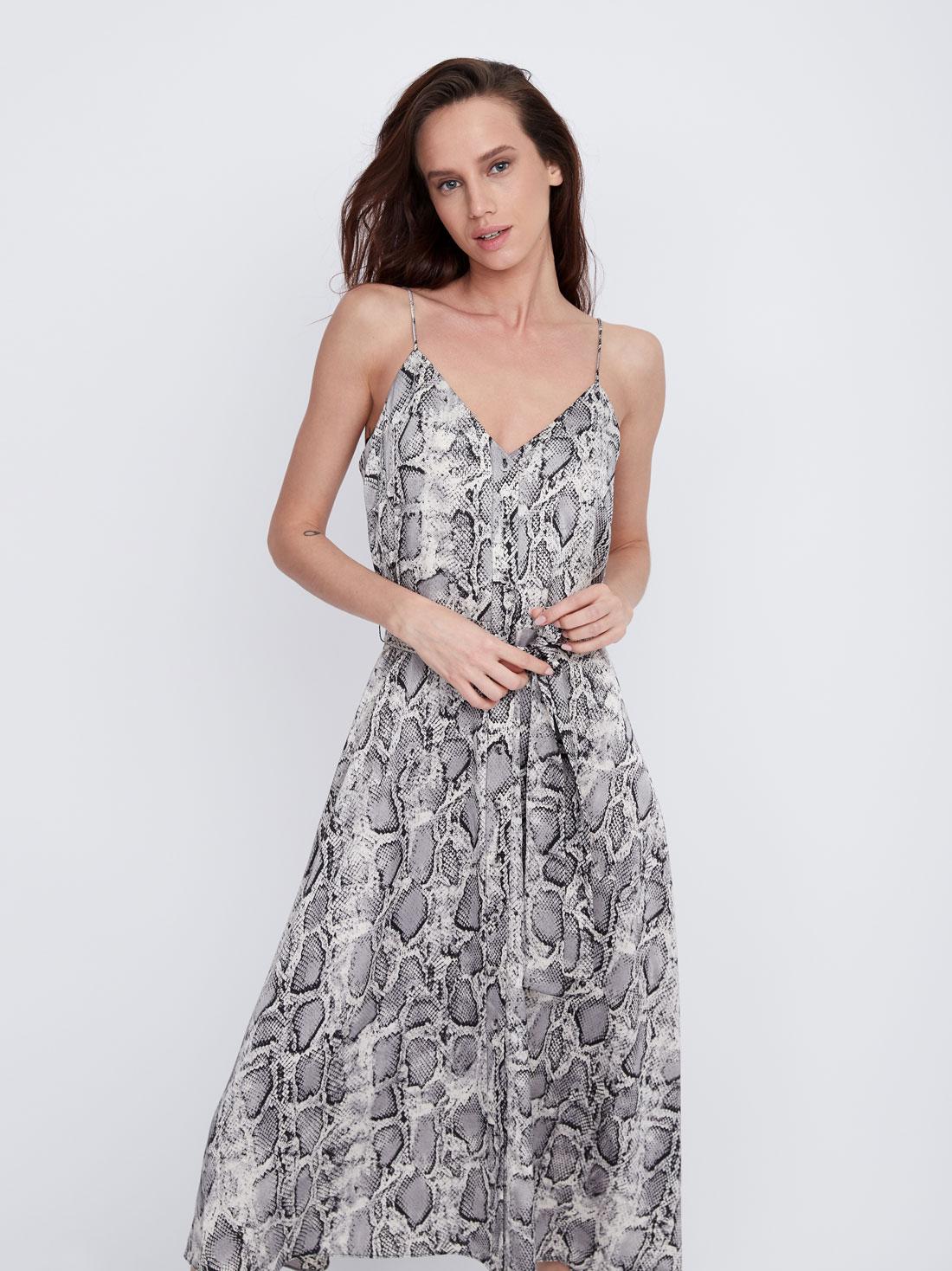 Платье с V-образным вырезом на тонких бретелях