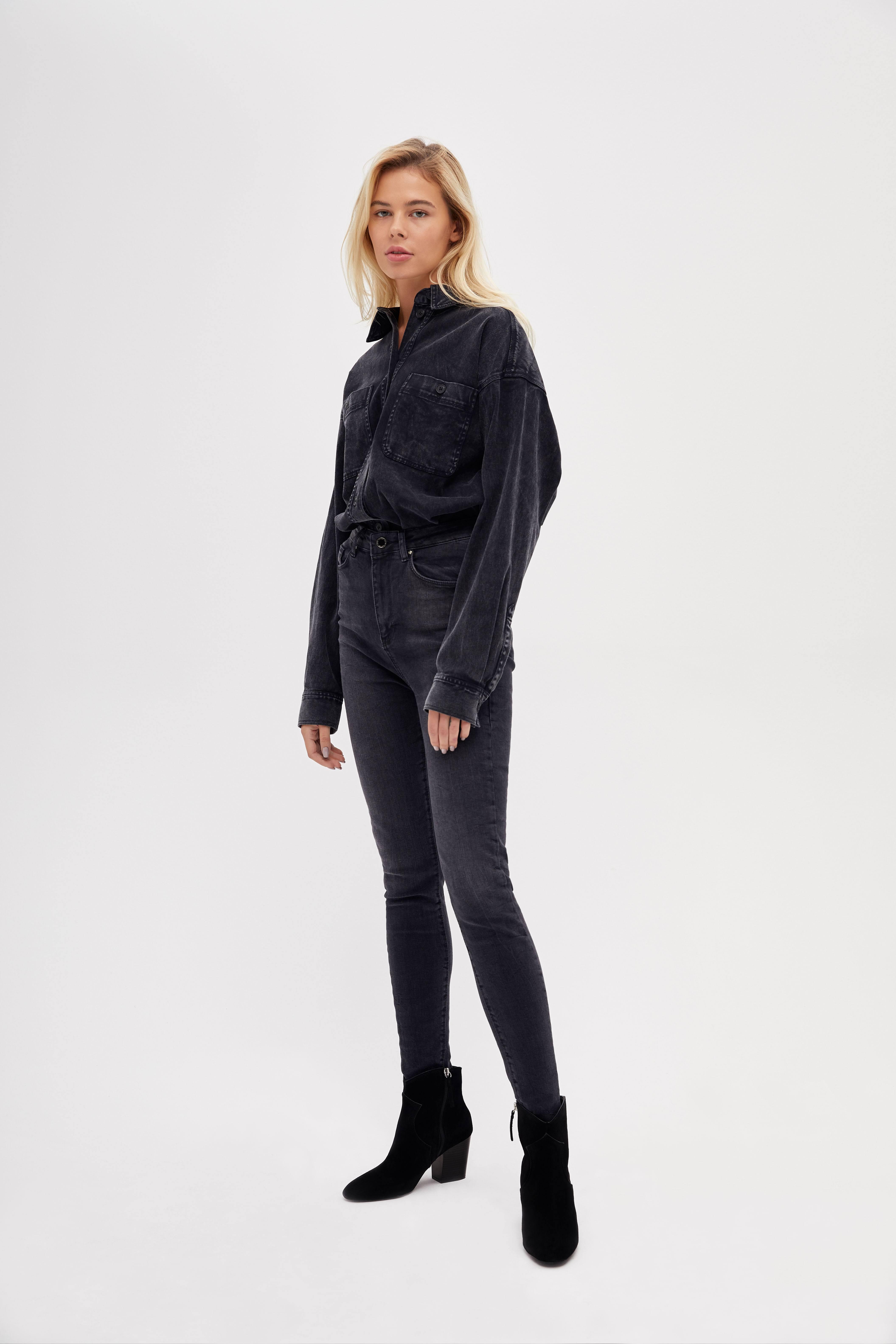 цена Джинсы LIME Зауженные джинсы онлайн в 2017 году