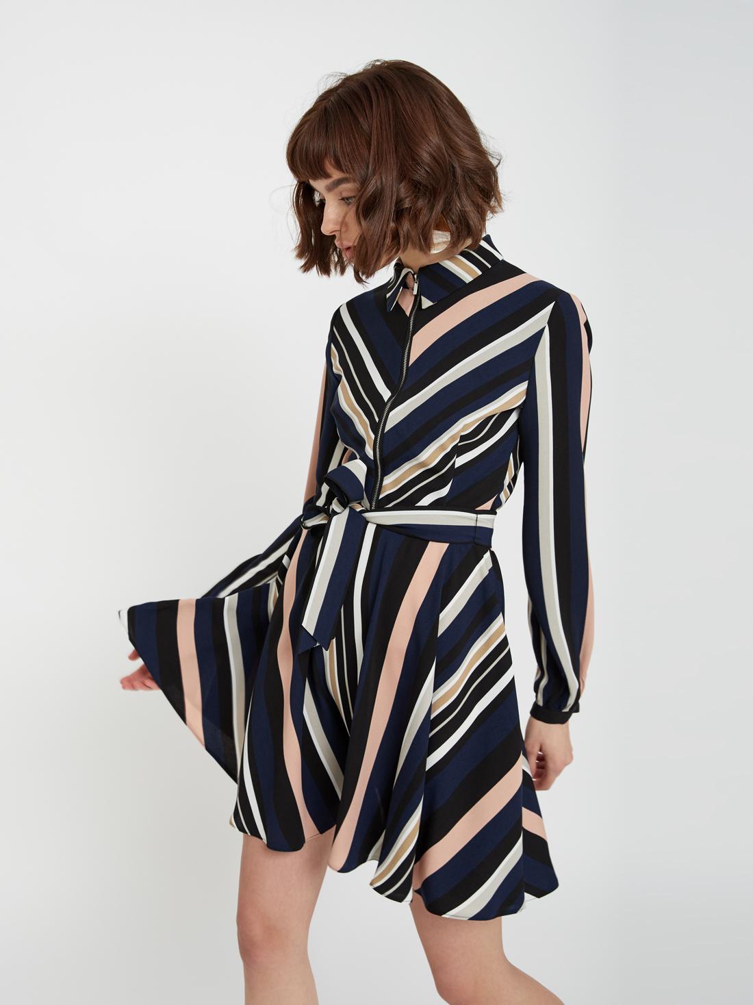 Платье на молнии