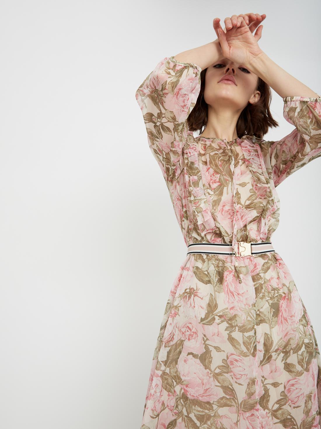 Струящееся платье с поясом