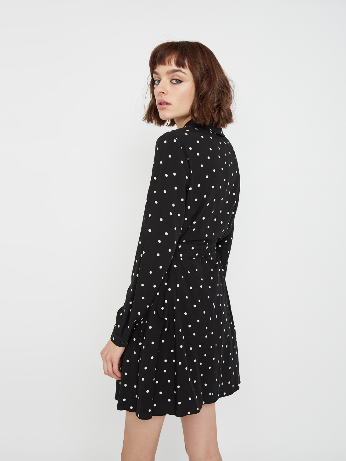 Платье с отложным воротником