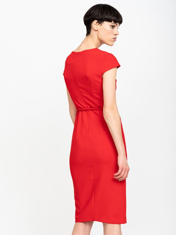 Платье-футляр вид сзади