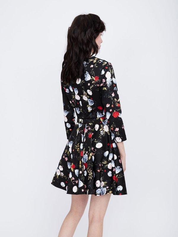 Платье с юбкой клеш вид сзади