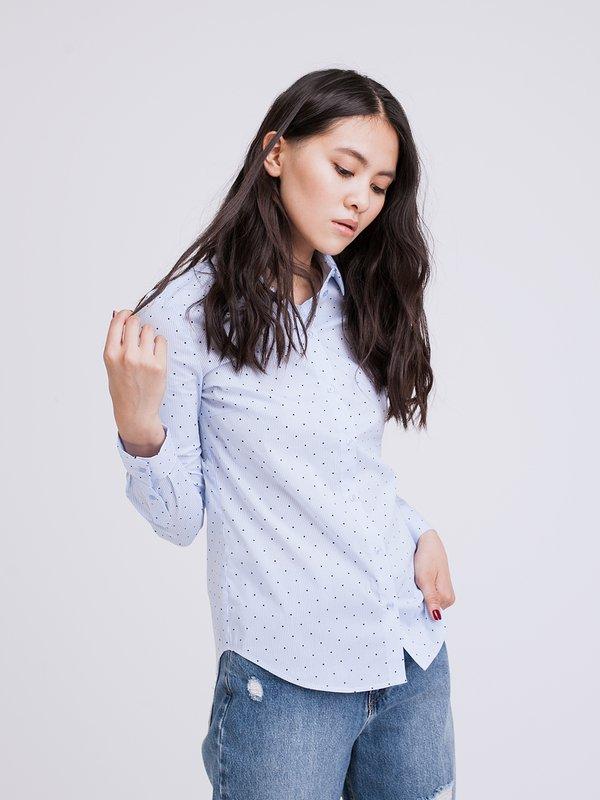 Приталенная классическая рубашка вид сзади