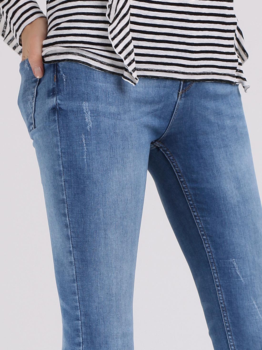 Узкие джинсы с потертостями