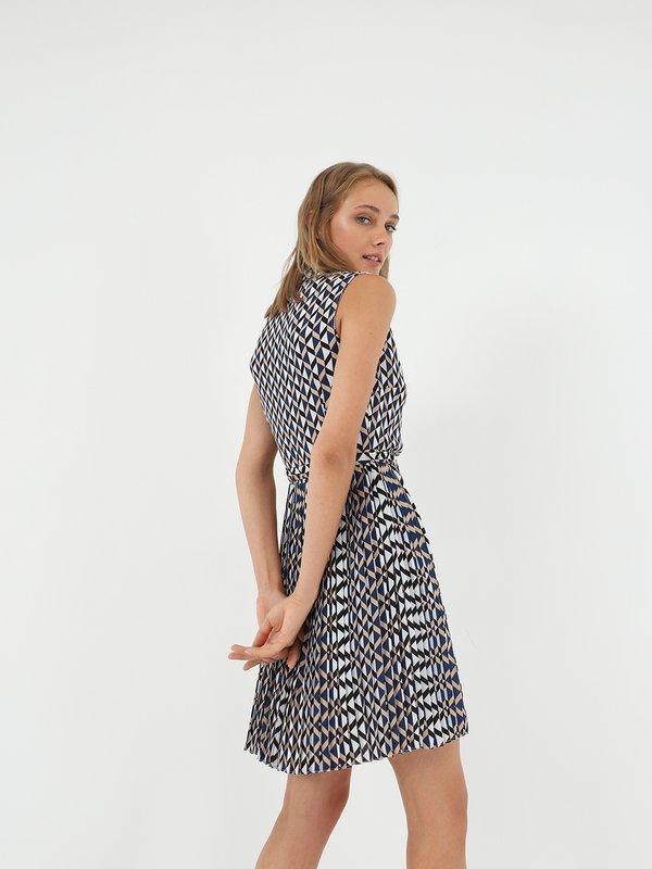 Платье с геометрическим принтом  вид сзади