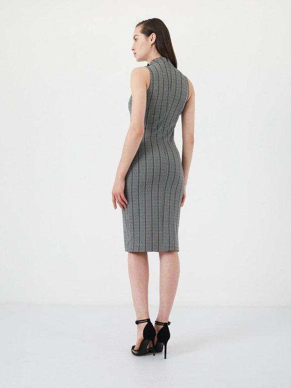 Облегающее платье  вид сзади