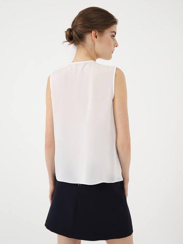 Блузка с декоративным элементом  вид сзади