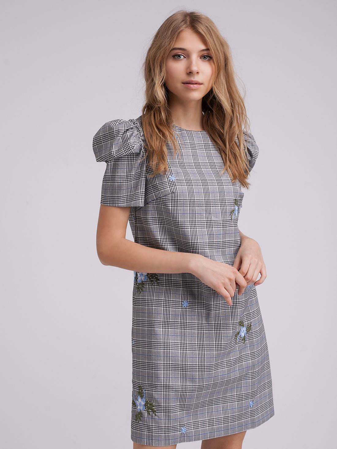 Платье в клетку с вышивкой