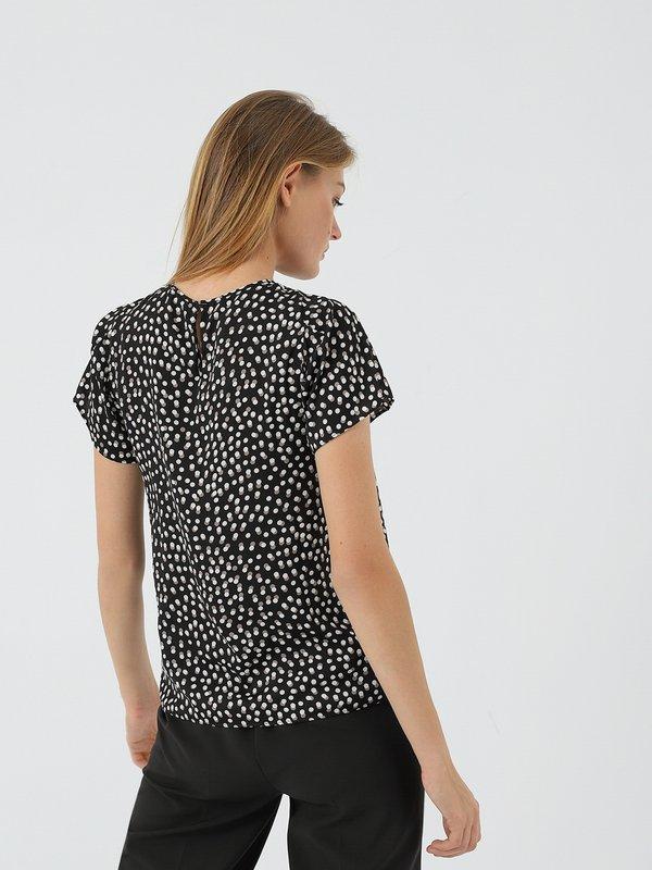 Блузка в горох вид сзади
