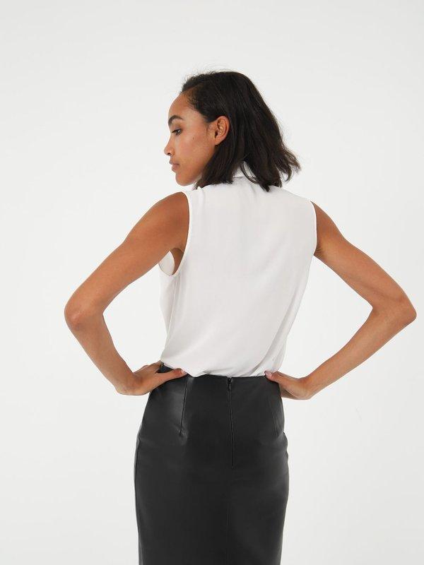Блузка с бантом  вид сзади