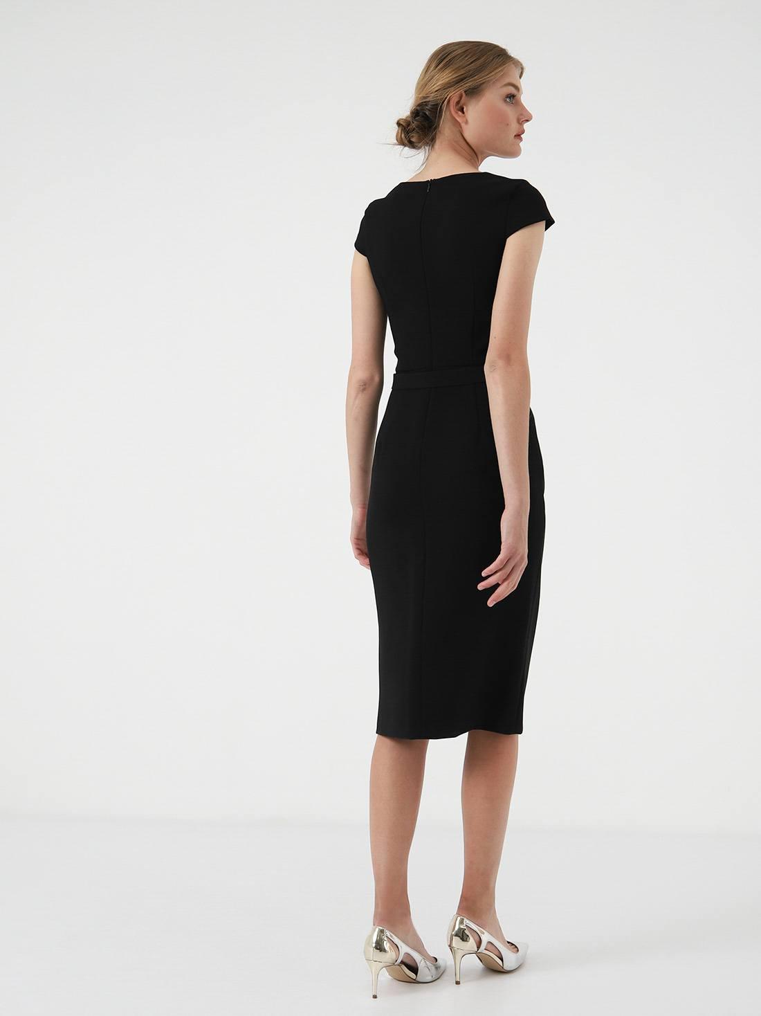 Платье - футляр с разрезом