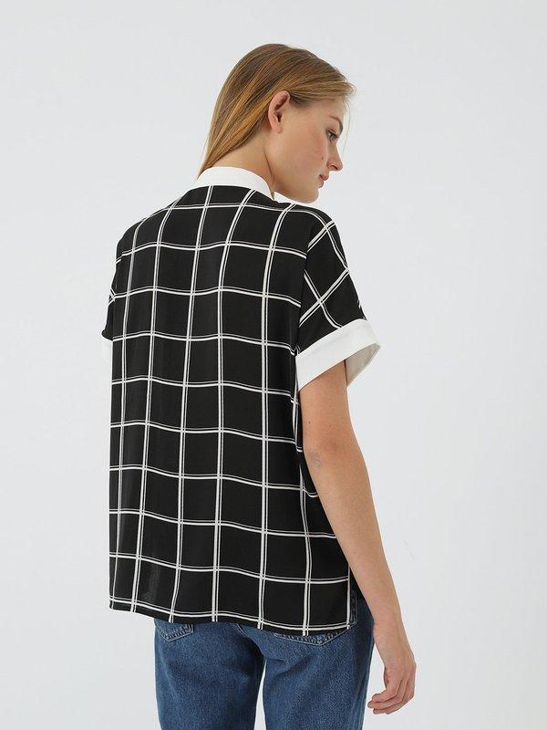 Рубашка в клетку  вид сзади