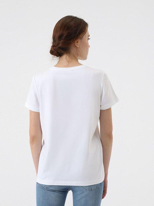 Классическая футболка вид сзади