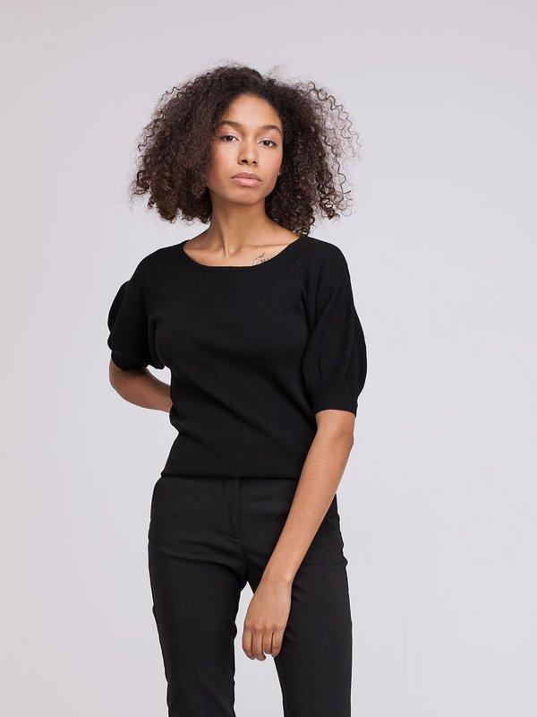 Джемпер с объемными рукавами цвет: черный