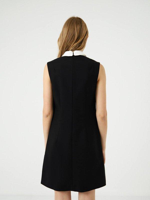Платье с белым воротником вид сзади