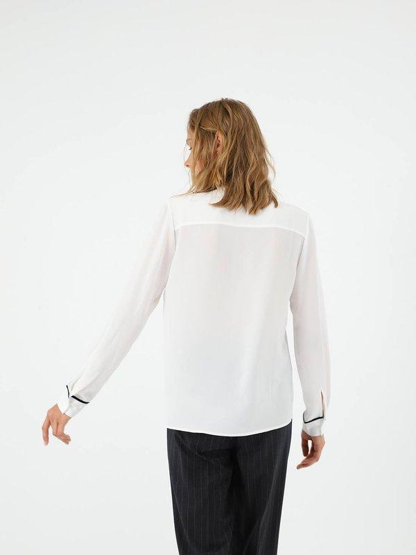 Рубашка с декоративной отделкой  вид сзади
