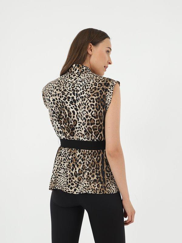 Рубашка с поясом  вид сзади