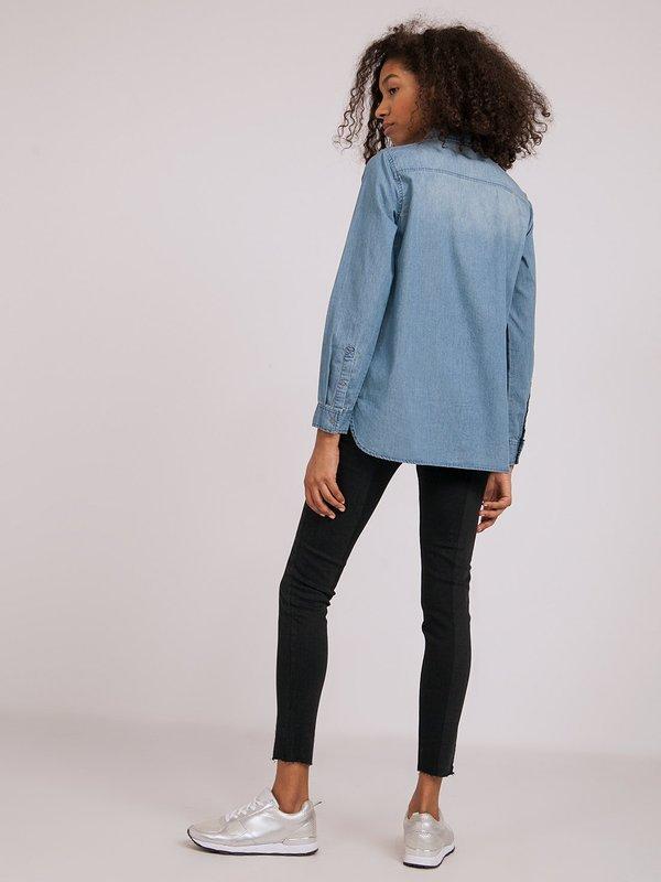 Джинсовая рубашка  вид сзади