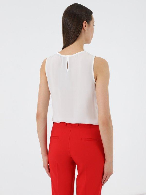 Блузка без рукавов вид сзади